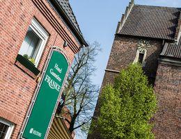 Unsere Gaststätte liegt direkt an der Alstätter St. Mariä Himmelfahrtskirche.