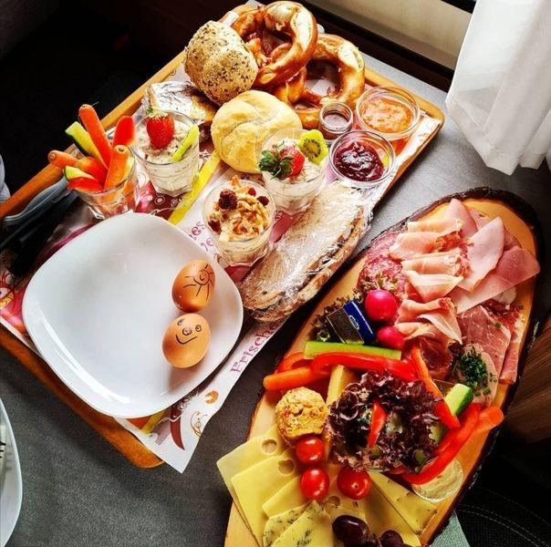 Ab November gibts wieder unser Leonberger Frühstück. Mit Reservierung in unserer gemütlichen Gaststube, oder als Box zum mitnehmen